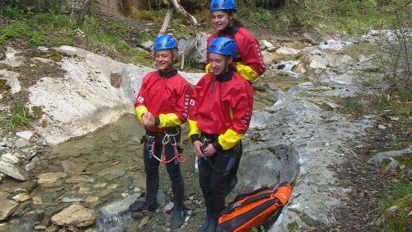 Eine ganz besondere Herausforderung erwartet das Team: Canyoning im eiskalten Wasser eines Gebirgsflusses! | Rechte: hr/E+U TV Film- und Fernsehproduktion