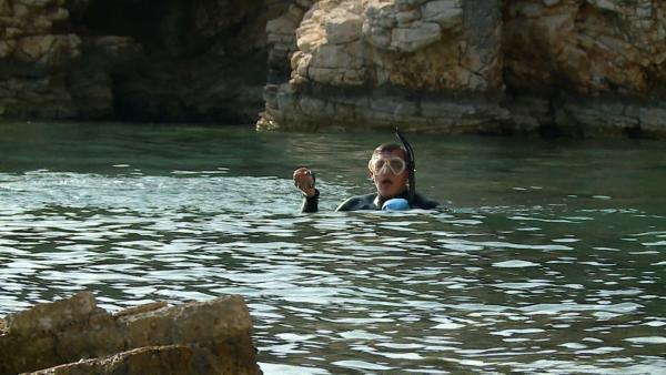 Endlich ins Meer! Das Team muss nach Schatzkisten tauchen. | Rechte: hr/E+U TV Film- und Fernsehproduktion