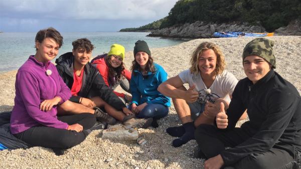 Das Team am Strand | Rechte: hr/E+U TV Film- und Fernsehproduktion