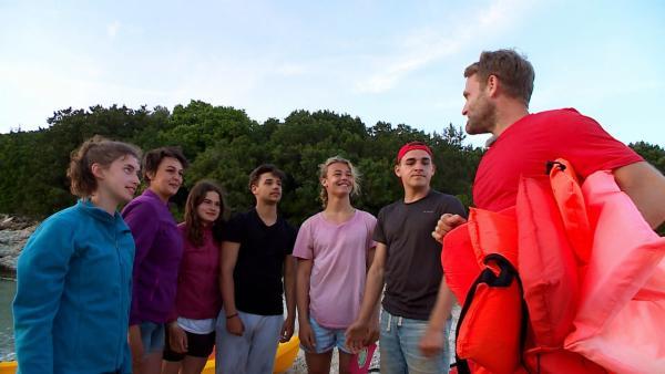 Die letzte Herausfoderung wartet auf das Team. Tobi erklärt, worum es geht. | Rechte: hr/E+U TV Film- und Fernsehproduktion