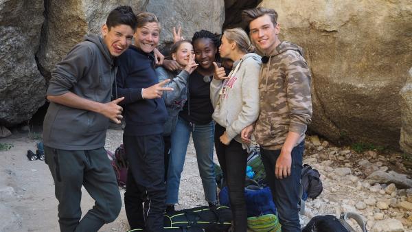 Die sechs Jugendlichen verstehen sich super. | Rechte: hr/E+U TV Film- und Fernsehproduktion