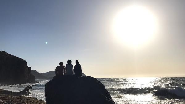 Ein letzter Morgen am Meer bevor es für die Sechs wieder zurück in die Zivilisation geht. | Rechte: hr/E+U TV Film- und Fernsehproduktion