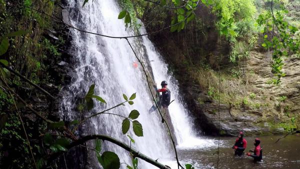Abseilen vom Wasserfall   Rechte: KiKA/ HR