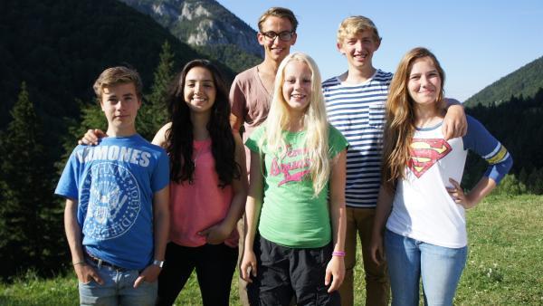 Durch die Wildnis Transilvaniens v.l.: Julien, Mathab, Niklas, Vivi, David und Henriette | Rechte: HR