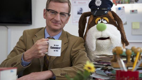 Das neue Ermittlerduo - Kommissar Michael Kessler und Polizeihund Bernhard Diener.   Rechte: NDR/bigSmile Entertainment