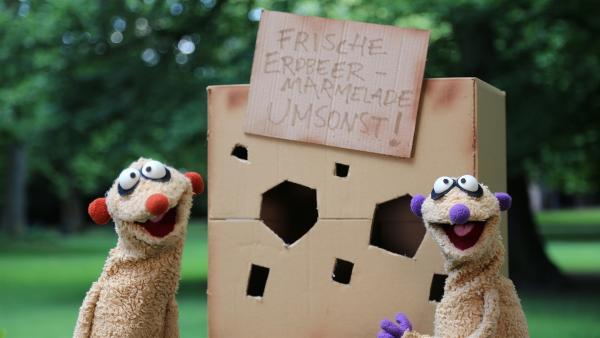 Jan & Henry verteilen kostenlose Erdbeer-Marmelade. | Rechte: NDR/bigSmile