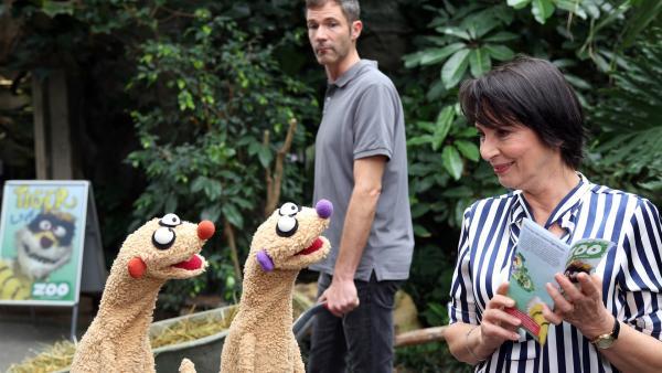 Jan & Henry treffen im Zoo auf die Gräfin (Ute Willing) und einen verdächtigen Pfleger (René Oltmanns). | Rechte: bigSmile/NDR