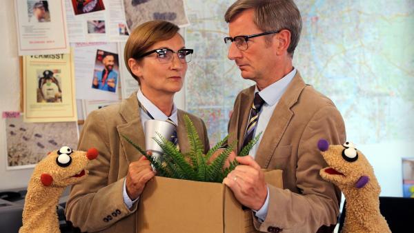 Jan & Henry treffen den Kommissar (Michael Kessler) und seine Schwester (Petra Nadolny). | Rechte: bigSmile/NDR