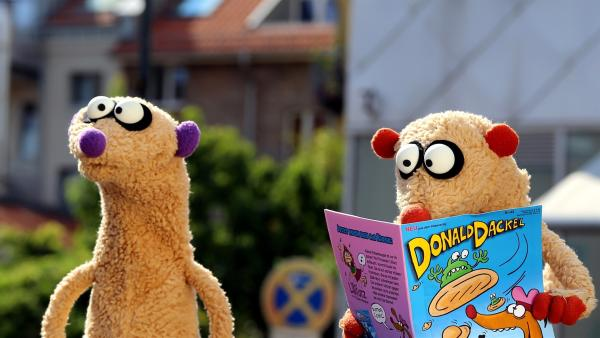 Jan & Henry mit ihrem neuen Ufo-Comicheft. | Rechte: NDR/ bigSmile