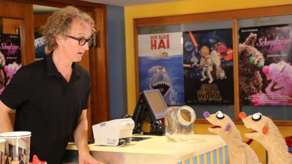 Der Kinobesitzer (Dirk Tillack) wurde bestohlen. | Rechte: NDR/bigSmile