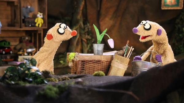 Jan und Henry wurde die Gießkanne gestohlen. | Rechte: NDR/bigSmile