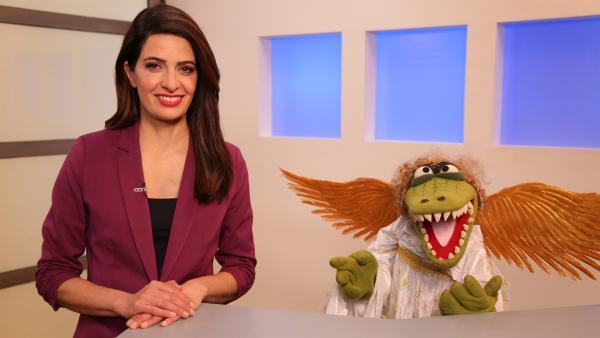 Die Nachrichtensprecherin (Linda Zervakis) und Krokodella | Rechte: NDR/bigSmile