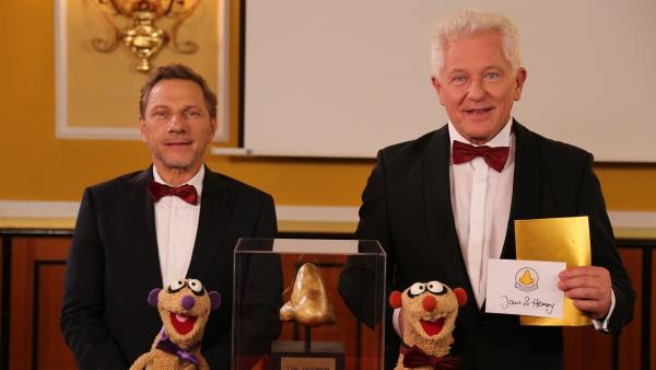 Jan & Henry bei der Verleihung der goldenen Spürnase (mit Richy Müller & Miroslav Nemec) | Rechte: NDR/bigSmile