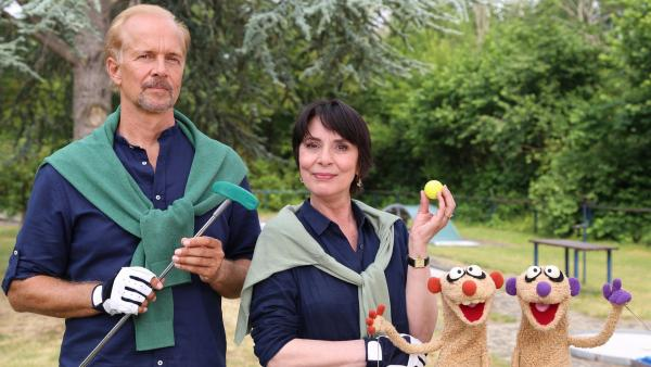 Jan & Henry mit der Gräfin von Undzu (Ute Willing) und dem Graf von Wegen (Jochen Horst). | Rechte: NDR/bigSmile