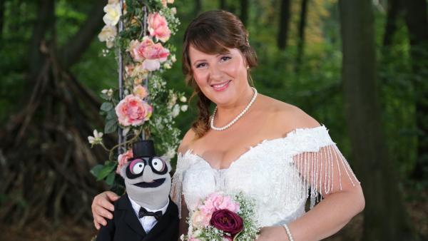 Traumhochzeit mit der Braut (Nina Vorbrodt) und ihrem Mann | Rechte: NDR/bigSmile