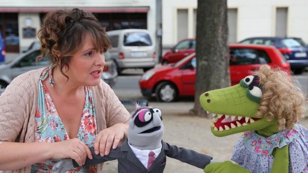 Krokodella will der Braut (Nina Vorbrodt) den Mann ausspannen. | Rechte: NDR/bigSmile