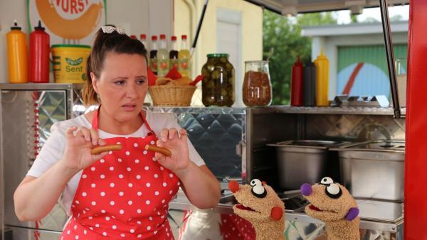 Folge 45: Bei der Wurstverkäuferin (Nina Vorbrodt) gibt es ein Problem | Rechte: bigSmile