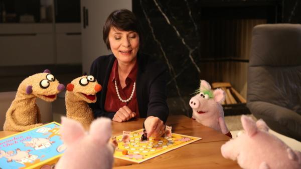 Folge 47: Babysitting bei der Familie Schwein mit der Gräfin (Ute Willing) und Jan & Henry | Rechte: bigSmile