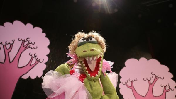 Folge 40: Krokodella beweist, dass sie tanzen kann. | Rechte: bigSmile