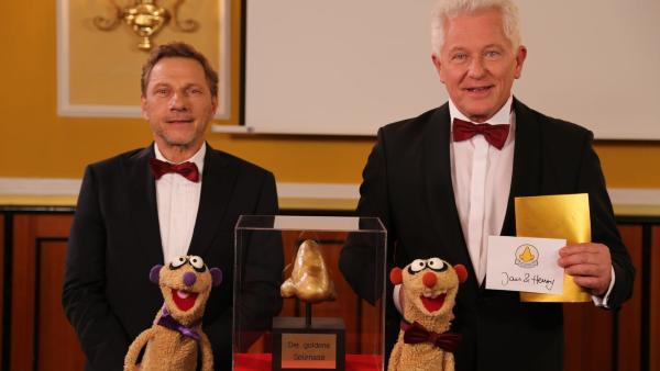 Folge 32: Jan & Henry bei der Verleihung der goldenen Spürnase (mit Richy Müller & Miroslav Nemec) | Rechte: BigSmile