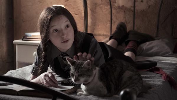 Mildred (Bella Ramsey) lernt für die Abschlussprüfungen. | Rechte: ZDF/BBC/ZDF Enterprises