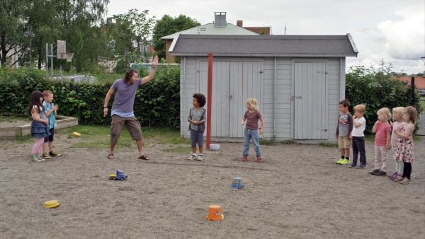 Die Kinder machen im Kindergarten einen Kartoffellauf. | Rechte: KiKA/NRK