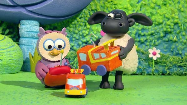 Timmy macht das ferngesteuerte Auto von Otis kaputt. Nach vielem Hin und Her ist das Auto wieder repariert und die beiden Freunde fahren um die Wette. | Rechte: WDR