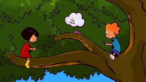 Beim Spielen mit Ella und Oskar ist Huu nicht bei der Sache. Er wartet auf Post von den Wolken. | Rechte: SWR/NORMAAL