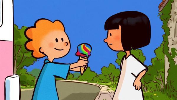 Ella ist im Farbenstreik. Oskar bietet ihr eine knallbunte Eiskugel an.   Rechte: SWR/NORMAAL