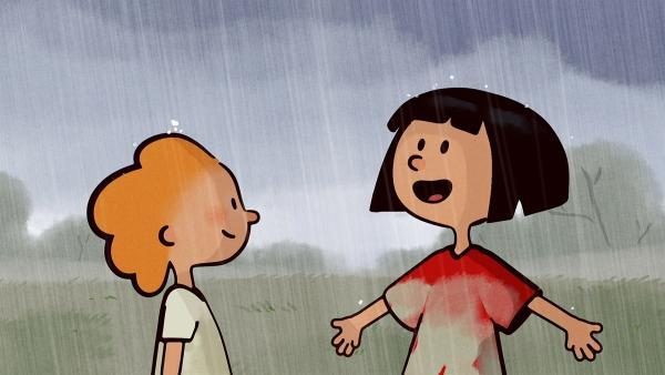 Ella und Oskar freuen sich über den Regen. Er wischt ihren ganzen Dreck ab. | Rechte: SWR/NORMAAL