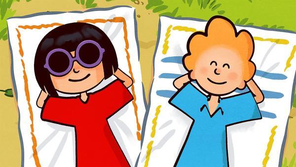 Weil sie morgen in die Ferien fahren, beginnen Ella und Oskar heute schon, Urlaub zu machen.   Rechte: SWR/NORMAAL