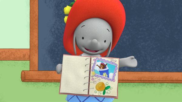 Ella zeigt ihrer Klasse ihr Schnappschuss-Album.  | Rechte: KiKA/TVOKids/FremantleMedia Kids & Family Entertainment/DHX Cookie Jar Inc.