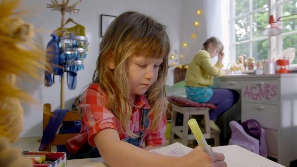 Elsa (vorn, Maya Anna Hansen Frølich) mit Schwester Agnes (Synne Asplund) | Rechte: KiKA/NRK/Christine Heitmann