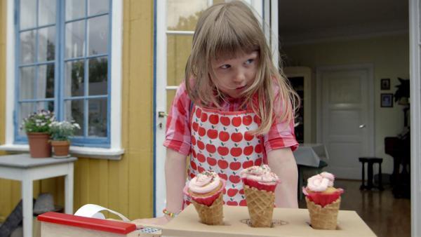 Der Muffin-Verkauf ist eröffnet. | Rechte: KiKA/NRK/Christine Heitmann