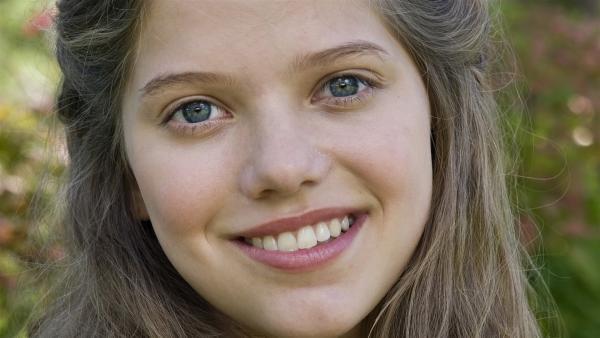 Sophie Karbjinski spielt Emma aus Hamburg. | Rechte: NDR/Southern Star