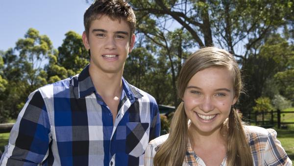 Zu Hause in Australien trifft Ally (Marny Kennedy) einen unerwarteten Gast (Luke Erceg). | Rechte: NDR/Southern Star