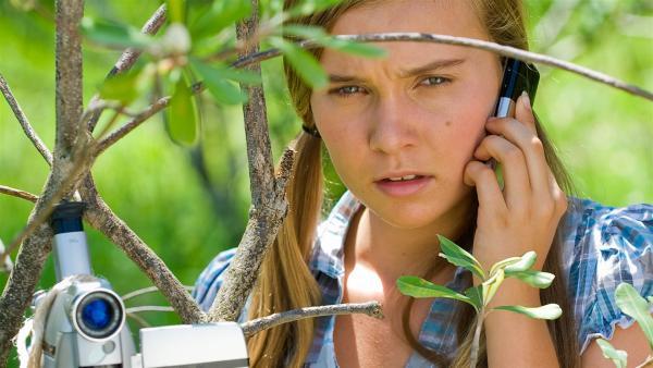 Ally (Marny Kennedy) entwickelt einen Plan, um die Neugier ihres kleinen Bruders abzuwenden. | Rechte: NDR/Southern Star