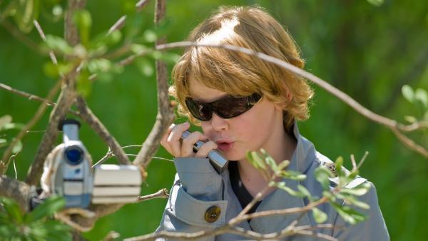 Damon (Sam Fraser), der Spion, in seinem Element: Er kommt den Verdächtigen bedrohlich näher. | Rechte: NDR/Southern Star