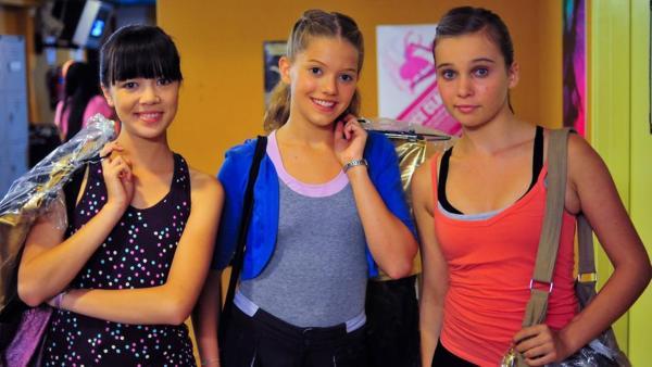 Jackie, Emma und Ally vor dem Finale | Rechte: NDR/Southern Star