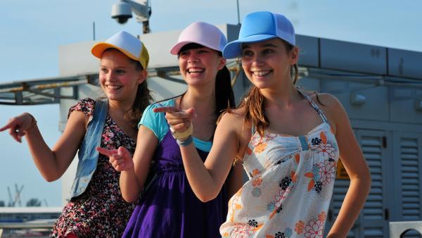 Die Mädchen gehen ihre Tanznummer durch. | Rechte: NDR/Southern Star