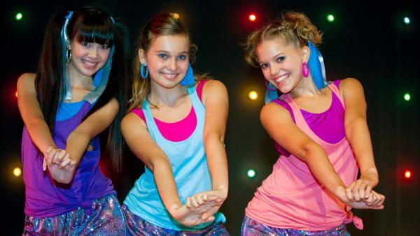 Jackie, Ally und Emma tanzen. | Rechte: NDR/Southern Star