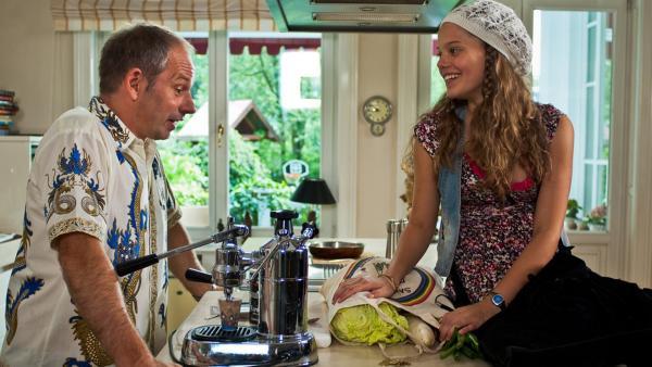 Emma und ihr Vater | Rechte: NDR/Southern Star