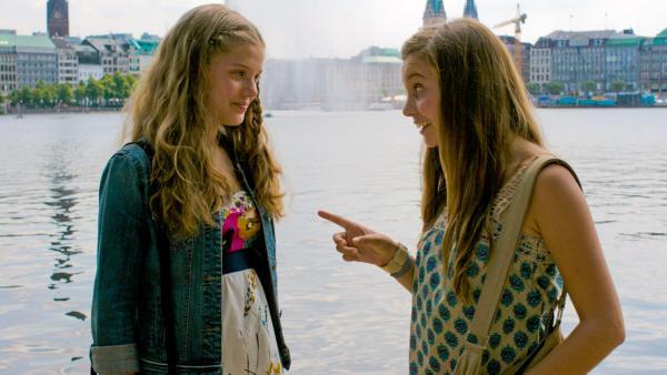 Emma und Ally an der Alster | Rechte: NDR/Southern Star