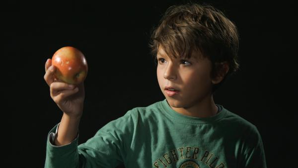 Vincent erzählt die Geschichte vom zurückgelassenen Apfel. | Rechte: KiKA