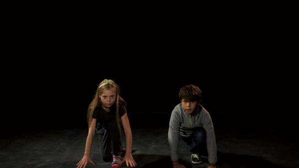 Welche Sportart machen Helene und Vincent nach? | Rechte: KiKA