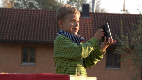Jakob auf seinem Leuchtturm | Rechte: KiKA