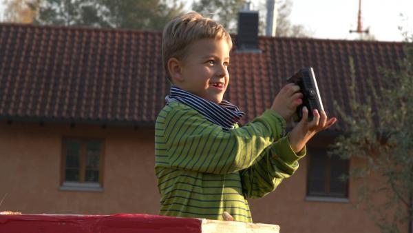 Jakob auf seinem Leuchtturm. | Rechte: KiKA