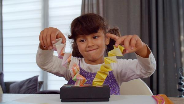 Jamina und ihre Hampelmannkronen | Rechte: KiKA