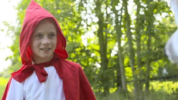 Lina als Rotkäppchen | Rechte: KiKA