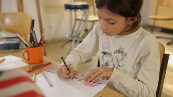 Heloise malt das königliche Kinderzimmer. | Rechte: KiKA